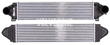 Chladič plnicího vzduchu 5 válce 2.0 D3/D4, 2.4D/D5, 4 válec 2.0T/T5 (-2014), 3.0 T6 P1 P3